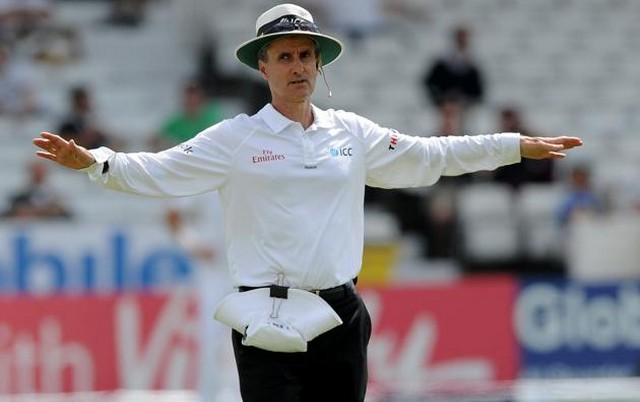 Billy-Bowden-giving-Wide-Ball
