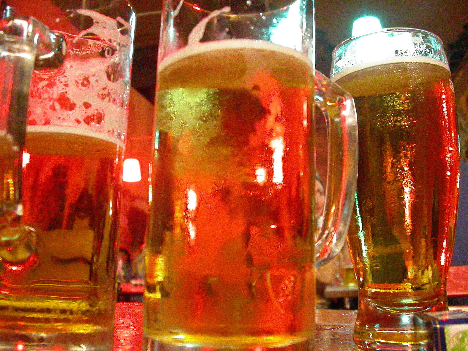 beer-mugs-1551639-1600x1200
